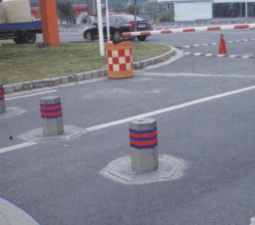 吴江动物园入口处升降挡车柱