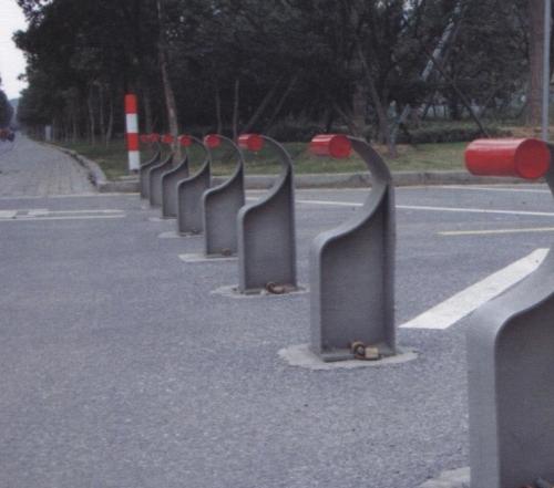 吴江动物园入口固定挡车柱(正面)